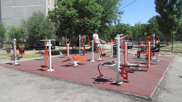 Уличные тренажеры и оборудование для спортивных площадок