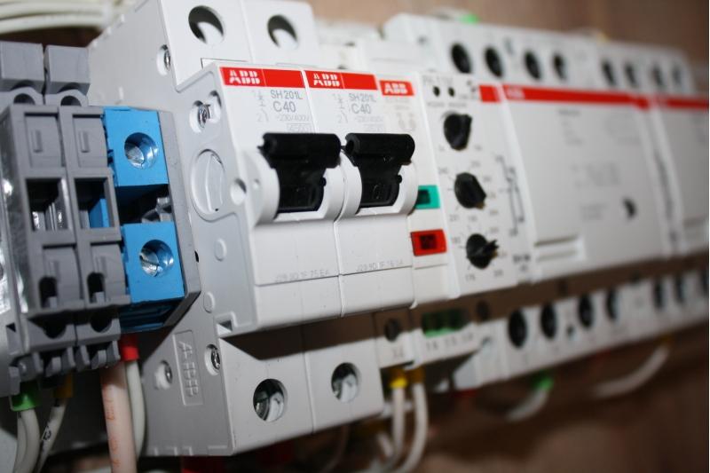 Устройство ввода резерва АВР 19 от производителя 220В 25А Schneider Electric